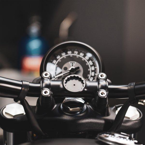 Beeline navigation bobber Handlebar clamp mount on a Triumph bike